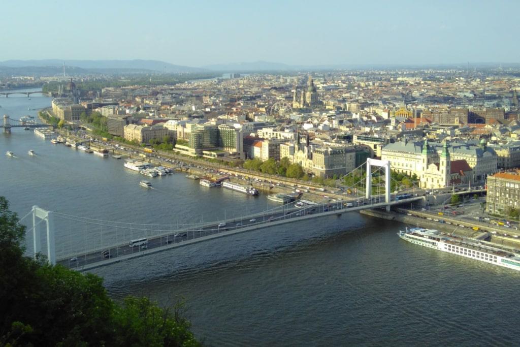 Vue surélevée de Budapest et du Danube